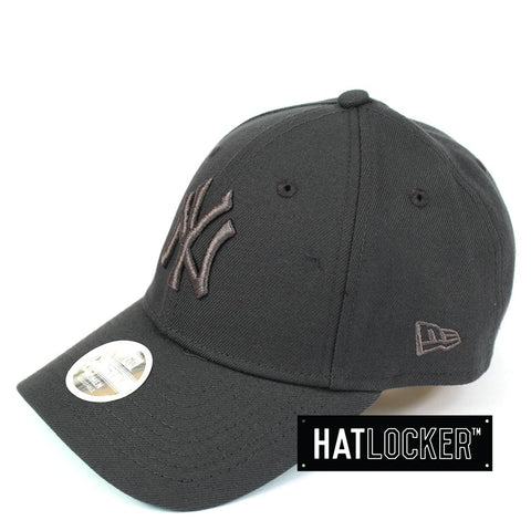 New Era Womens New York Yankees Dark Graphite Curved Strapback