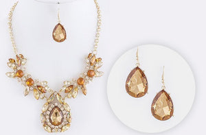 soEnvy Nena Necklace & Earring Set
