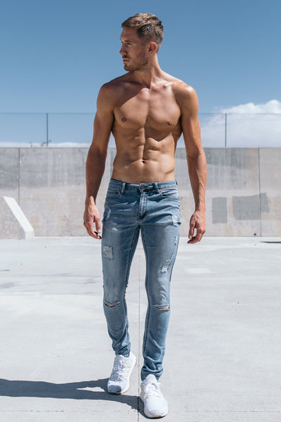 Slim Athletic Fit in Destroyed Light Distressed