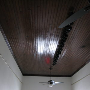The ceiling of the room with a light fixture.