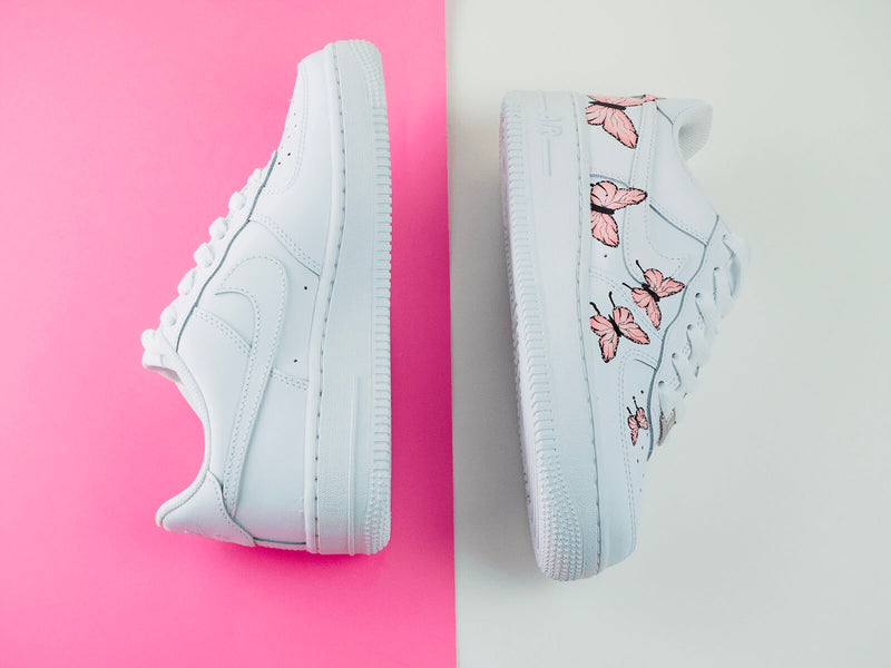 custom air force 1 Air Force one custom  Custom nike  Chaussures personnalisée Customiser chaussures  Air Force one comme des garçons  Customiser basket  Basket personnalisée  Personnaliser chaussures Adidas stan smith butterfly