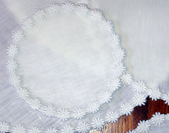 100% Linen Round Mats With Daisy Lace