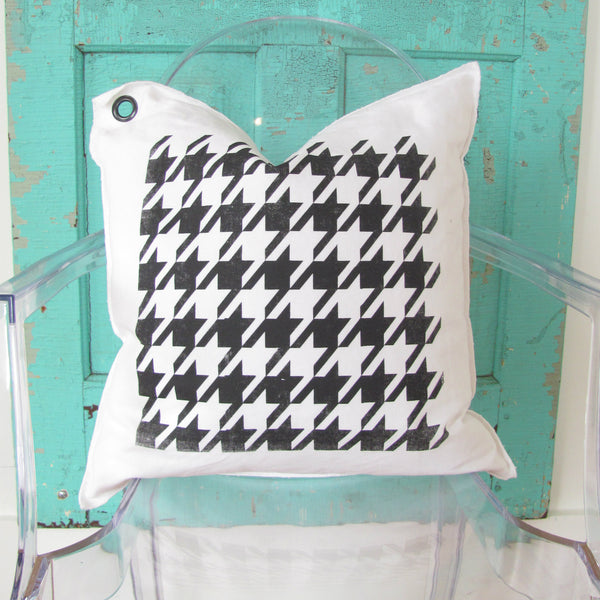 houndstooth pillow.