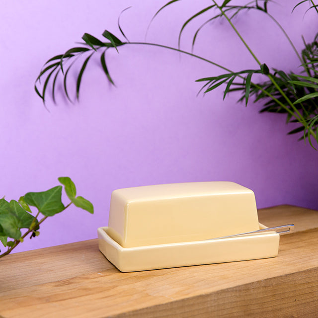 Butter Dish with Stainless Steel Knife - Banana