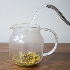 chrysanthemum tea brewing hot