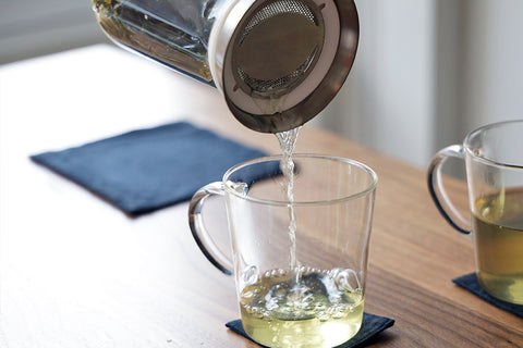 hario tea server simply pouring tea