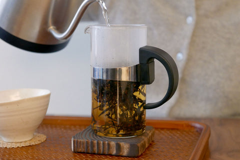 add hot water to loose leaf tea