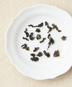 milk oolong tea dry leaf