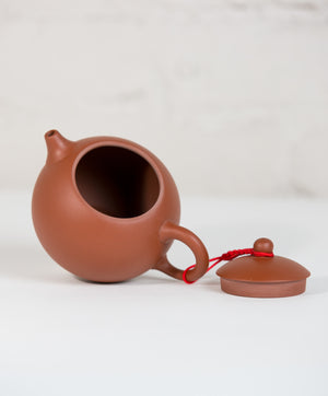 taiwanese tea pot with lid