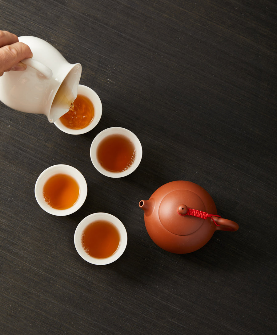 pouring oolong tea in cups