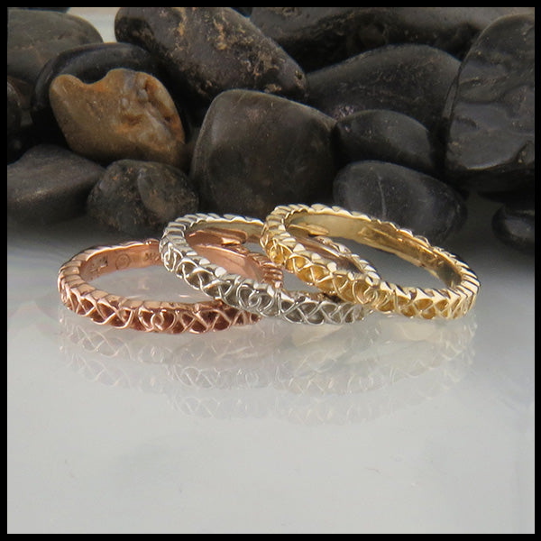 Heart knot stacking rings in Gold
