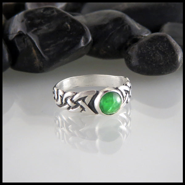 Ban Tigherna Ring with Tsavorite Garnet