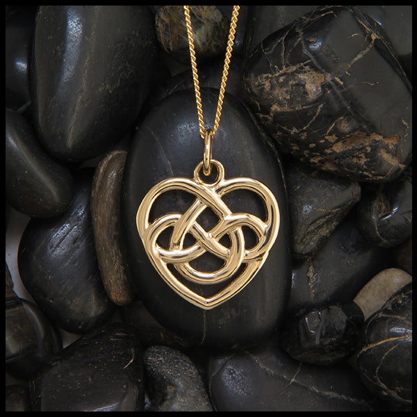 Robin's heart pendant in gold