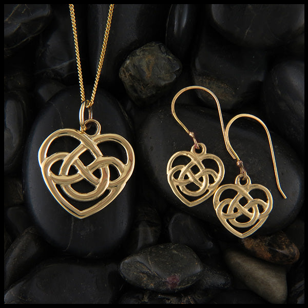 Robin's heart pendant and earring set
