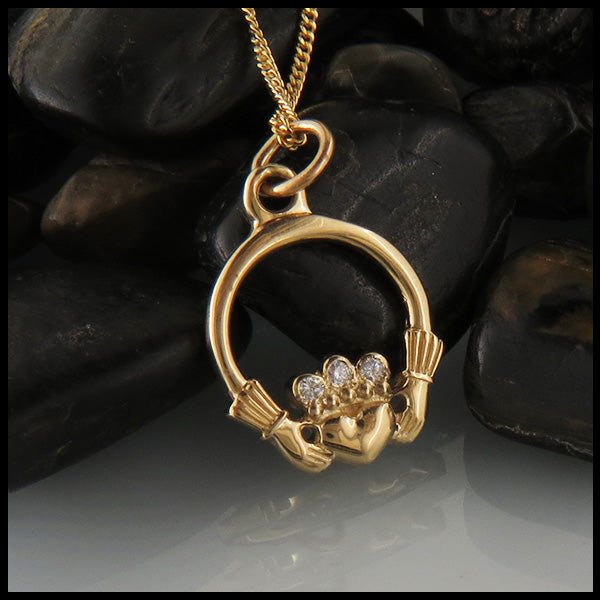 Claddagh Pendant in 14K Gold with Diamonds