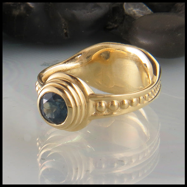 Yellow Gold ring with Montana Sapphire