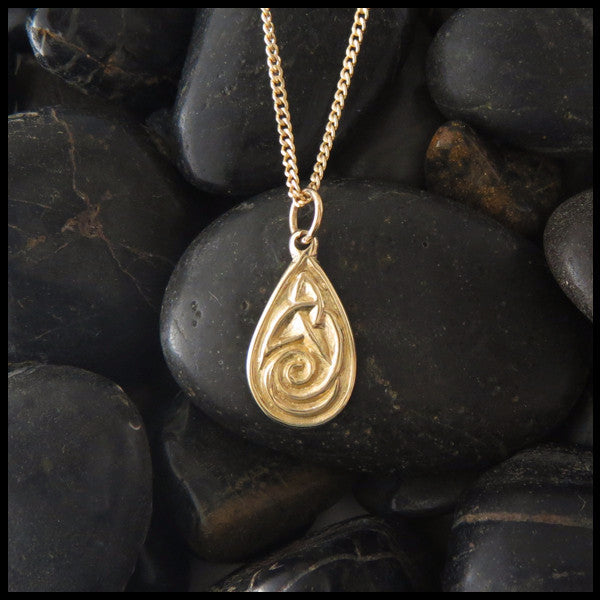 Dainty teardrop pendant in 14K Gold