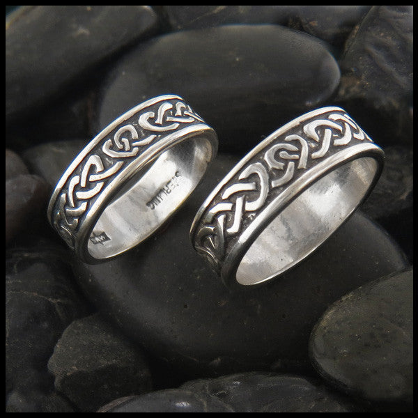 Sterling Silver Celtic Continuous Heart Knot Band with Claddagh /& Bezel Set Chatham Emerald