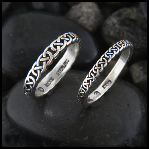 Narrow Love Knot Ring in Sterling Silver