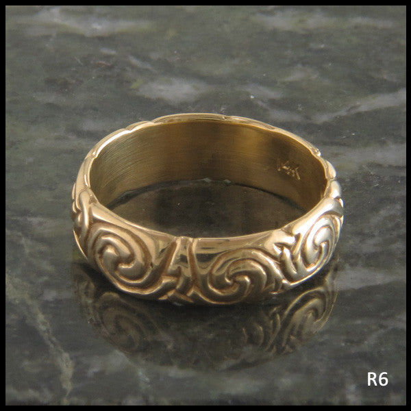 Spiral Knot Celtic Ring Band in 14K Gold