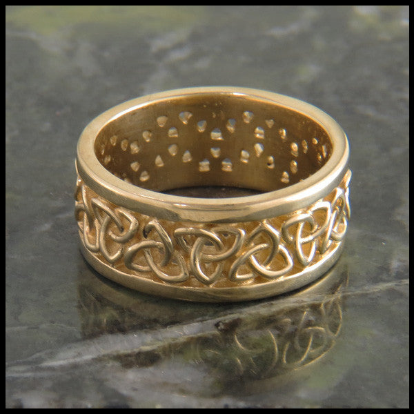 Triquetra Wedding Band in 14K Gold