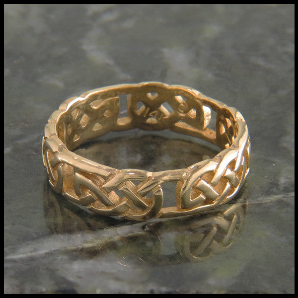 Open Celtic Knot Ring Band in 14K Gold