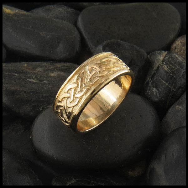 Trinity Knot Celtic Ring Band in 14K Gold
