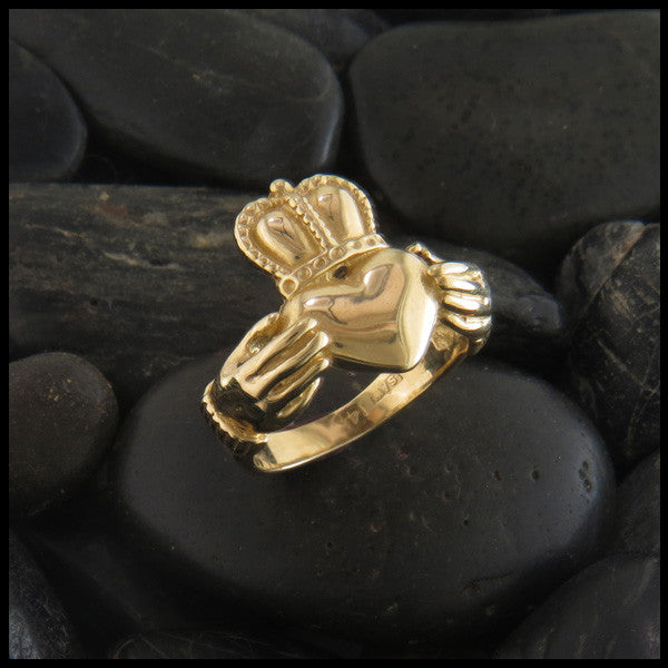 Large Claddagh Celtic Ring in 14K Gold