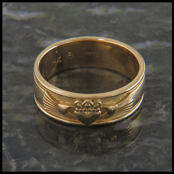 Celtic Claddagh Band Ring in 14K Gold