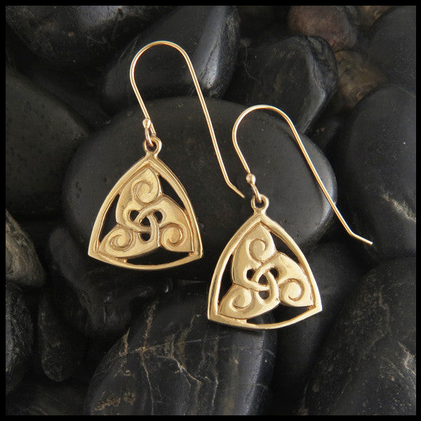 Triskele drop earring in 14K Gold