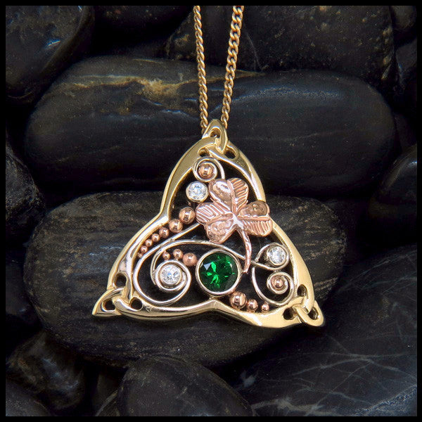 Irish pendant in 14K Gold with Tsavorite Garnet and Diamonds