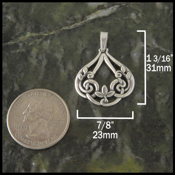 Ivy leaf Celtic Knot pendant in Sterling Silver