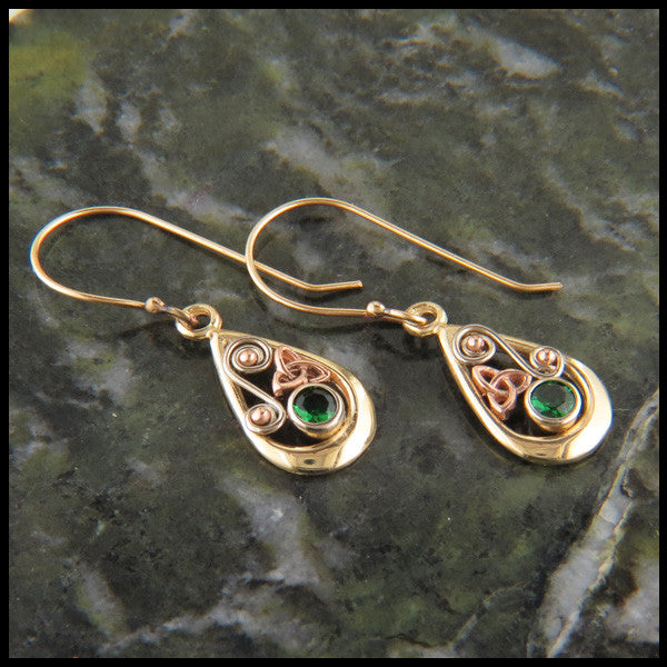 Teardrop triquetra earrings in 14K Gold with Tsavorite