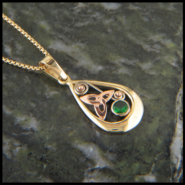Teardrop pendant in Gold with Tsavorite