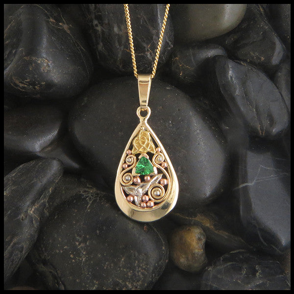 Tsavorite Garnet Celtic pendant in Gold