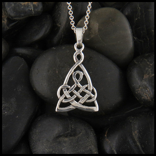 Mother's knot pendant in Sterling silver