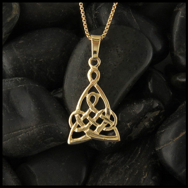Mothers knot pendant in Gold