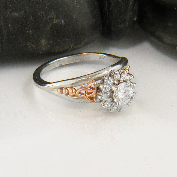 Round Brilliant Diamond with Halo Engagment Ring