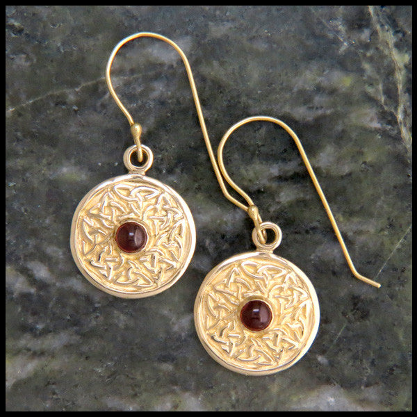 Wheel of Life earrings in Gold with Garnet