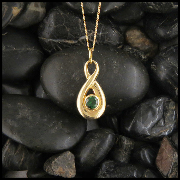 Tsavorite Twist Pendant in Gold