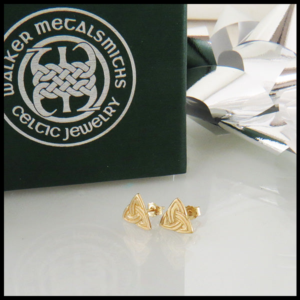 Trinity Knot Post Earrings with Lines in Gold