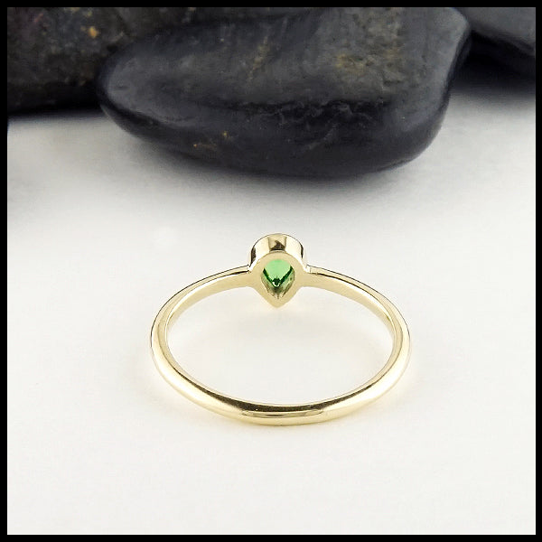 back view of the pear shaped tsavorite ring