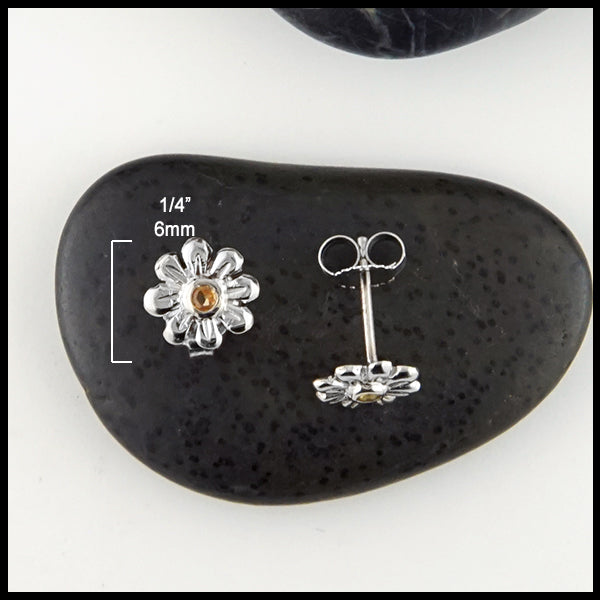 1/4 inch Daisy Flower Post Earrings