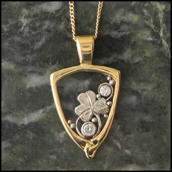 Irish Shamrock pendant in Gold with Diamonds