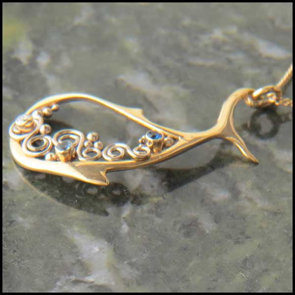 Fish pendant in Gold with gemstones