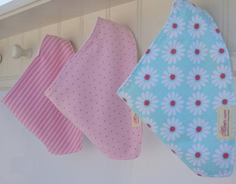 Beautiful vintage bandana bib set