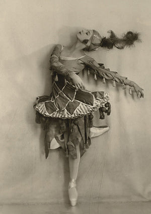Photograph of Russian ballerina Alicia Nikitina dancing for the Ballets Russes