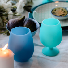 Load image into Gallery viewer, Porter Green Stemm Unbreakable Silicone Wine Glasses - Lautoka (Blue & Aqua)