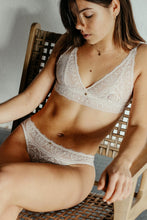 Lade das Bild in den Galerie-Viewer, Coco Malou ethical lingerie recycelte Spitze BH