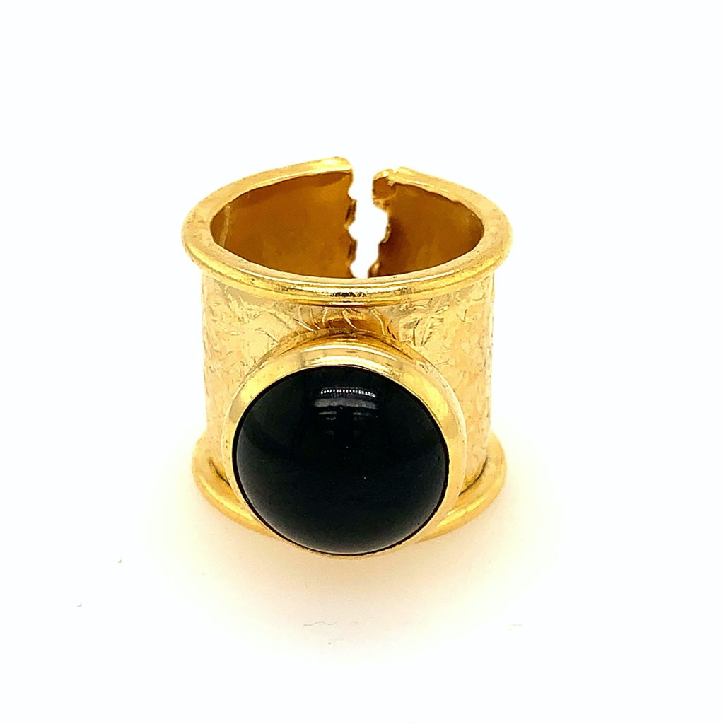Anillo de piedra natural negro.